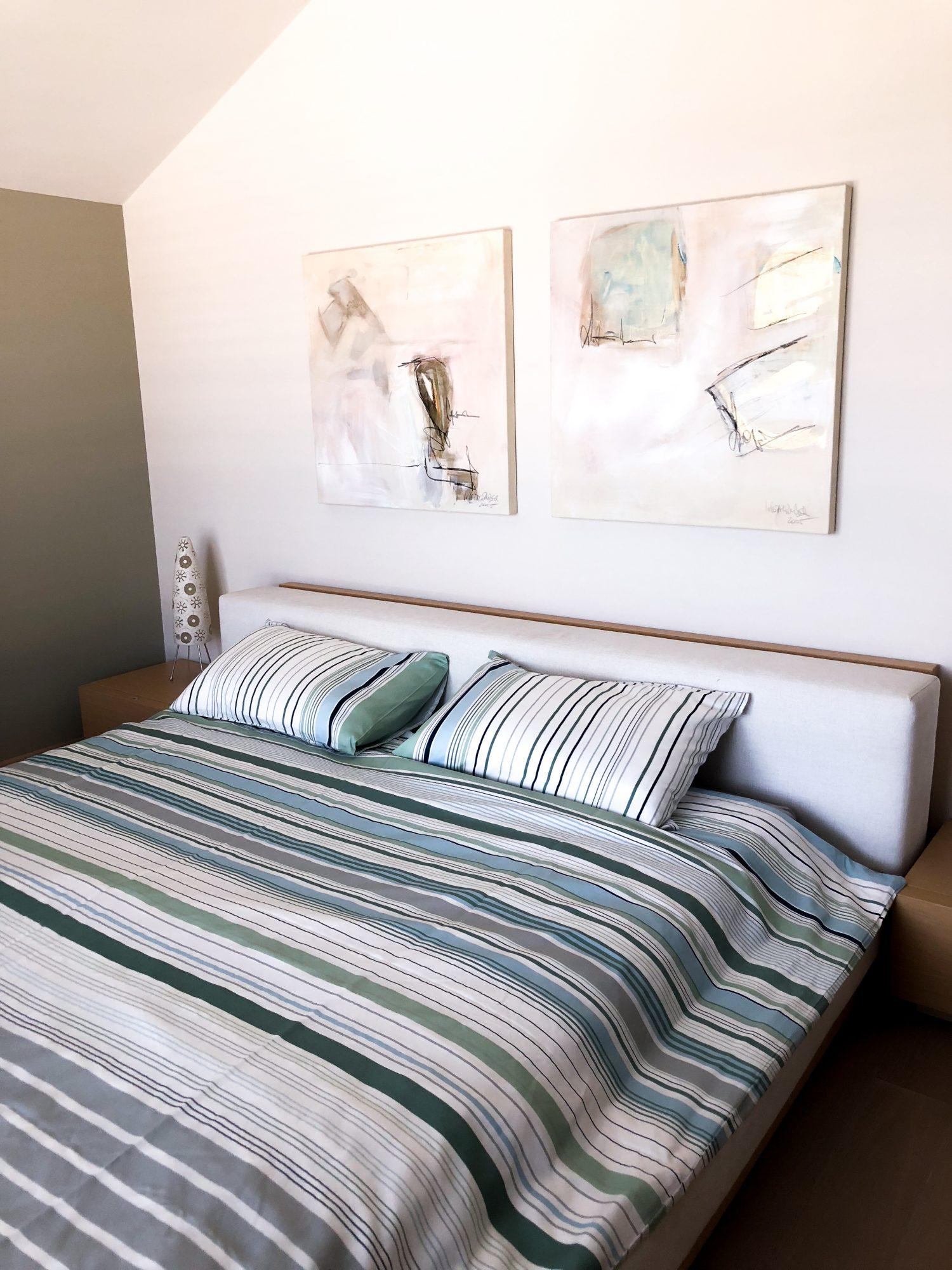 Das Helle, Gemütliche Schlafzimmer Mit Integrierter Badewanne:
